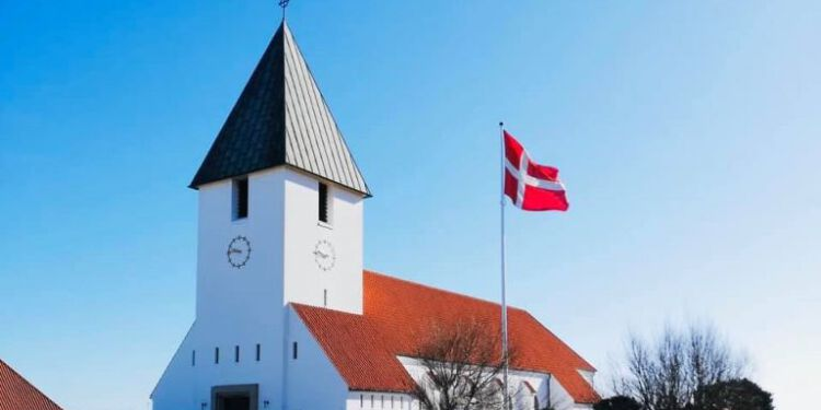 Hirtshals Kirke 1 768x436 1