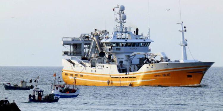 HG 333 Isafold med sildelast anløber Hirthals Havn. Foto (arkiv): Preben Andersen.