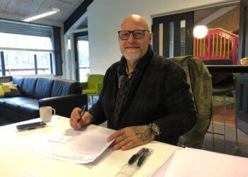 Den skaldede kok blev i november 2018 ansat som køkkenchef hos Dana Cup Sports Center i Park Vendia i Hjørring.