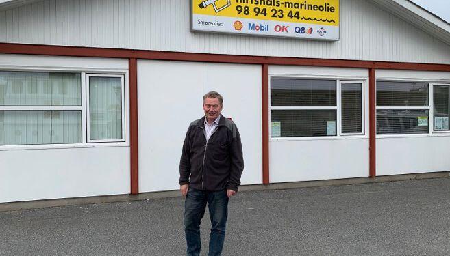 Direktør Hans Christian Andersen foran kontoret hos Hirtshals Marineolie.