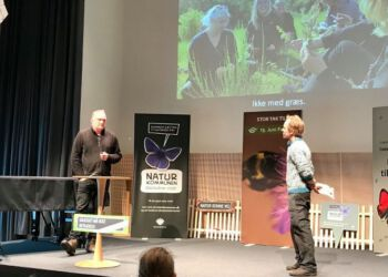 Bonderøven Frank Erichsen samt naturformidler og museumsinspektør Morten D.D på scenen i Hjørring.