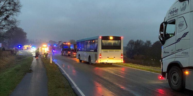 Hjørringvej har været spærret i begge retninger, oplyser vagtchef hos Nordjyllands Politi. Foto: Per Frank Paulsen.